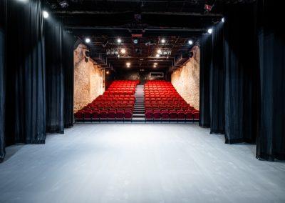 Scène du Théâtre du Balcon depuis le fond de scène