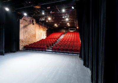 Scène du Théâtre du Balcon depuis le fond de scène jardin