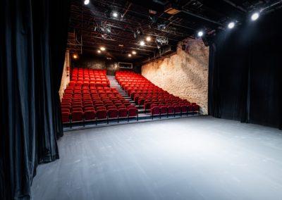 Scène du Théâtre du Balcon depuis le fond de scène cour