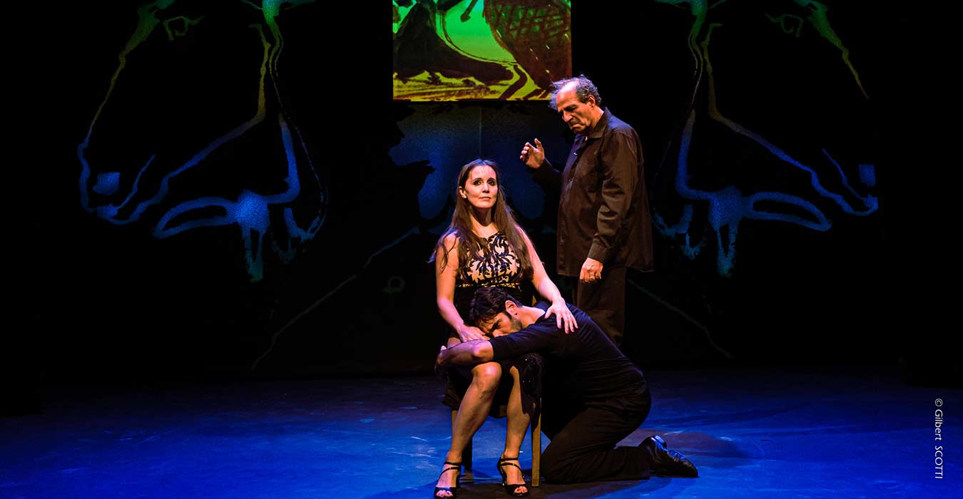 Serge Barbuscia avec deux danseur de tango enlacé